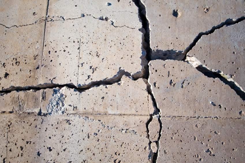 Убираем трещины в полу