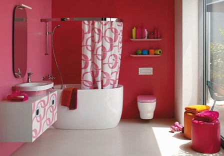 Отделка стен в ванной розовой краской
