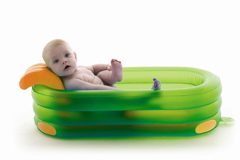Надувная ванночка для купания малыша