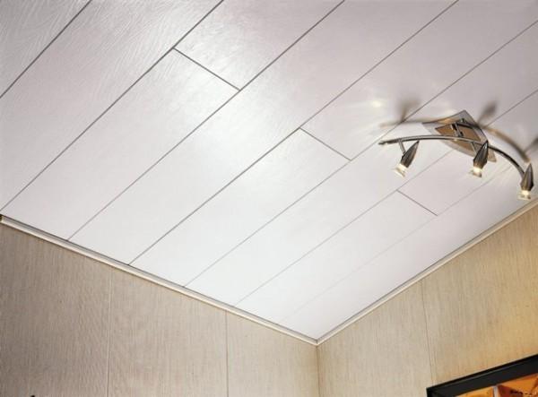 ПВХ вагонка на потолке в ванной