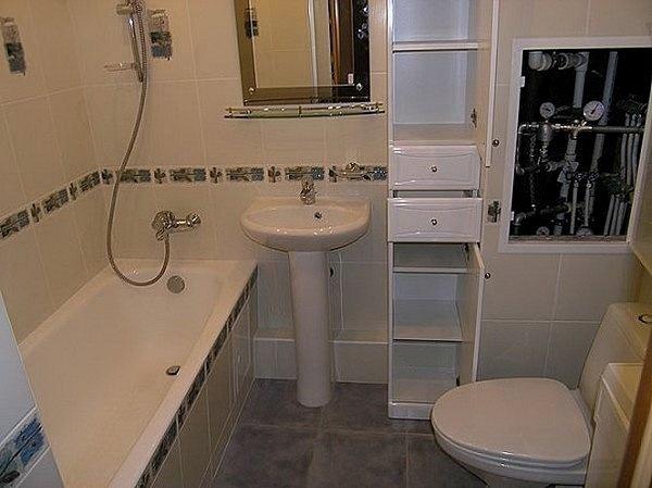 Скрытые трубы в небольшой ванной
