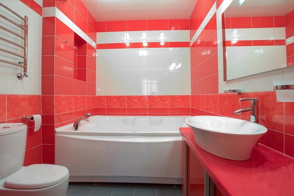 Яркая ванная комната 2х2м
