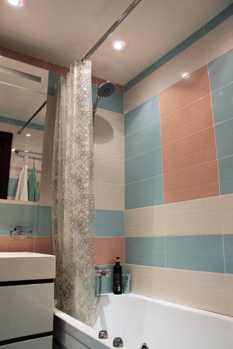горизонтальная плитка для маленькой ванной