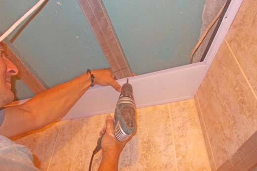Установка пластикового потолка своими руками