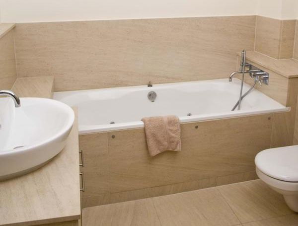Бежево белая ванная
