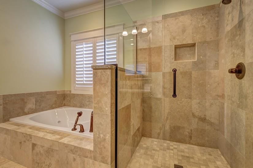 Бежевый цвет в интерьере ванной