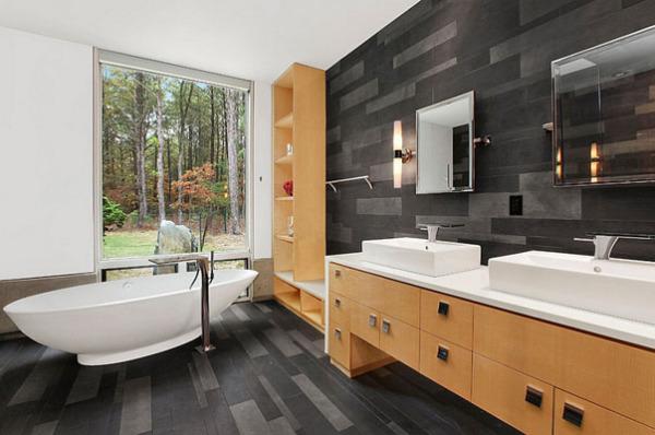 Черно белая комната с деревянной мебелью