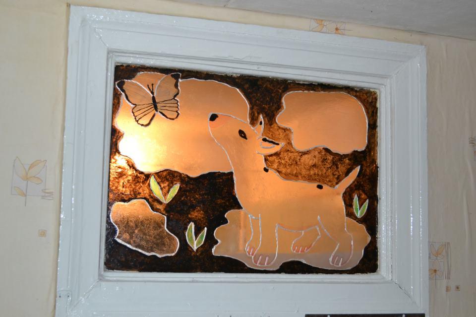Декор окна между ванной и кухней