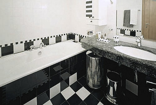 Дизайн черно-белой ванной