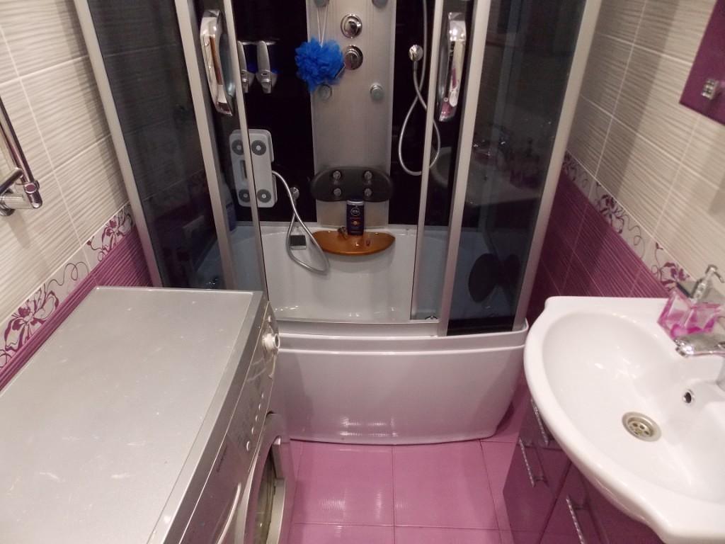 Дизайн ванной комнаты в сиренево белых тонах