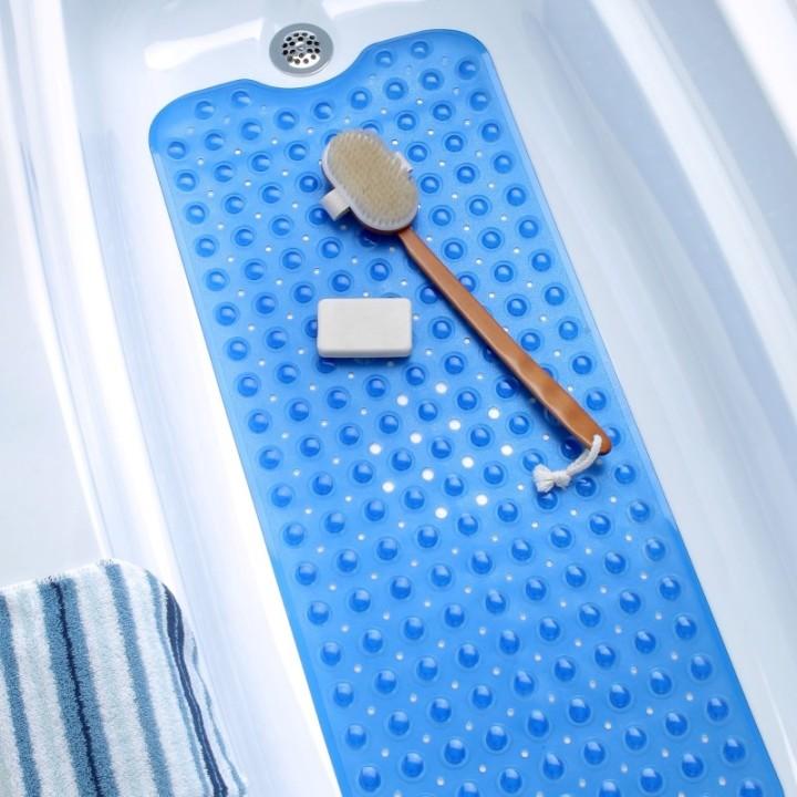 Длинный резиновый коврик в ванную
