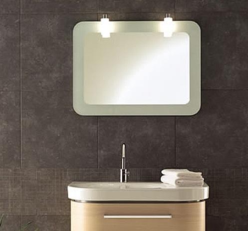 Два светильника над зеркалом