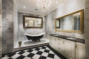 Красивая ванна в коттедже