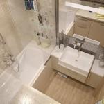 Нежный светлый дизайн небольшой ванной комнаты
