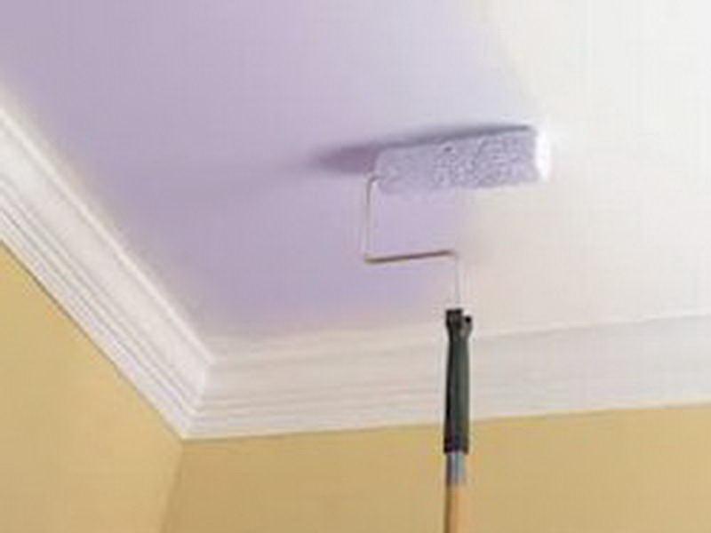 Как красить в ванной комнате потолок