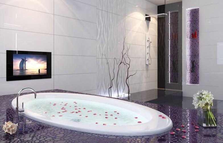 Современный телевизор в ванную комнату