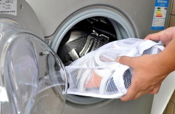 Stirka ked v spetsialnom meshke - Как стирать кеды в стиральной машинке