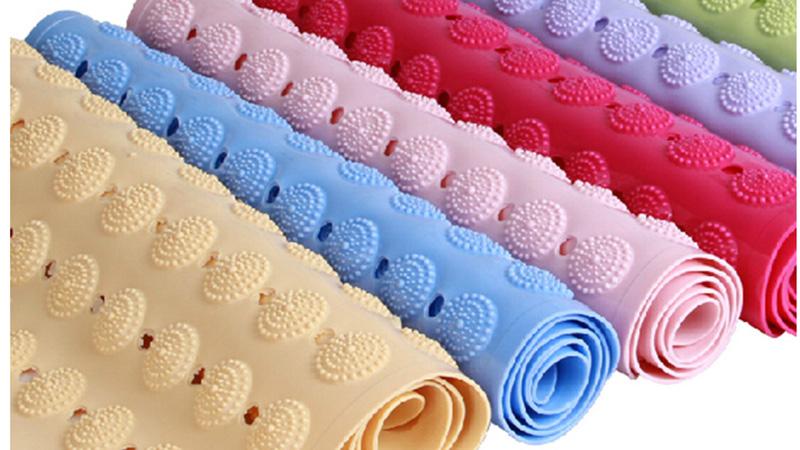 Цветные противоскользящие коврики для ванной