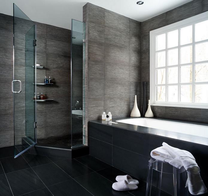 Темная ванная комната с душевой кабиной