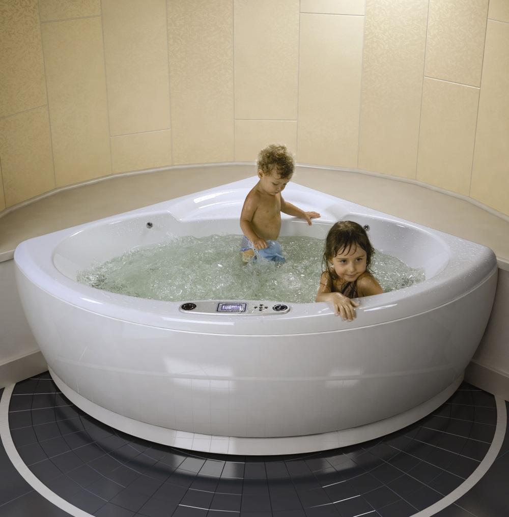 Угловая гидромассажная ванна