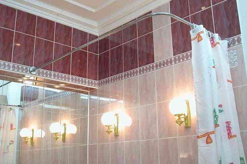 Угловой карниз для шторы в ванной