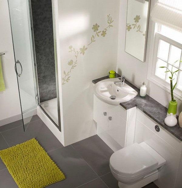 Ванная комната с закрытой душевой кабинкой