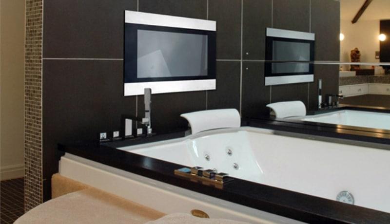 Выбирая телевизор для ванной, позаботьтесь и о том, как он впишется в ваш интерьер