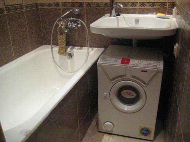 мини машина в ванной комнате