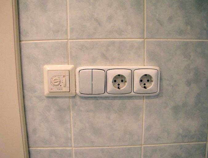 Блок с выключателя и розетками