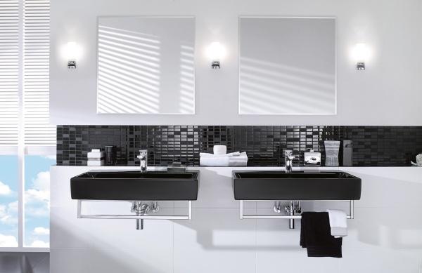 рукомойники в черно белой ванной
