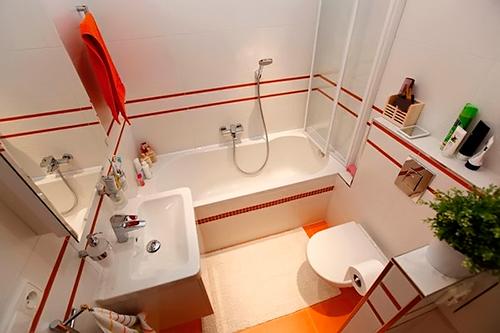 Бело оранжевый дизайн ванной комнаты