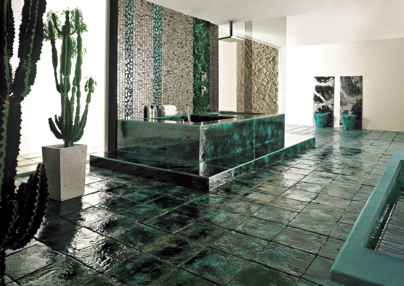 Дизайнерская керамическая плитка на полу в ванной