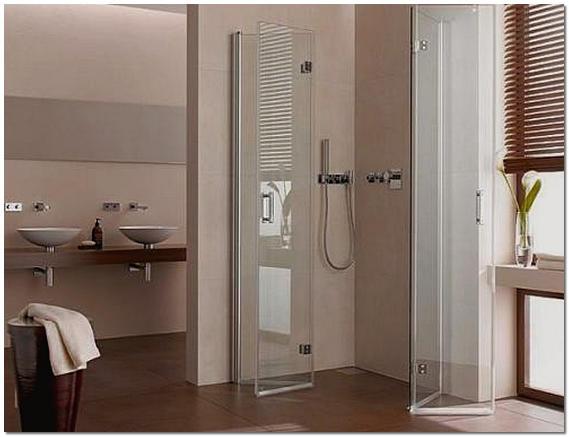 Интерьер ванной комнаты с душевой в квартире