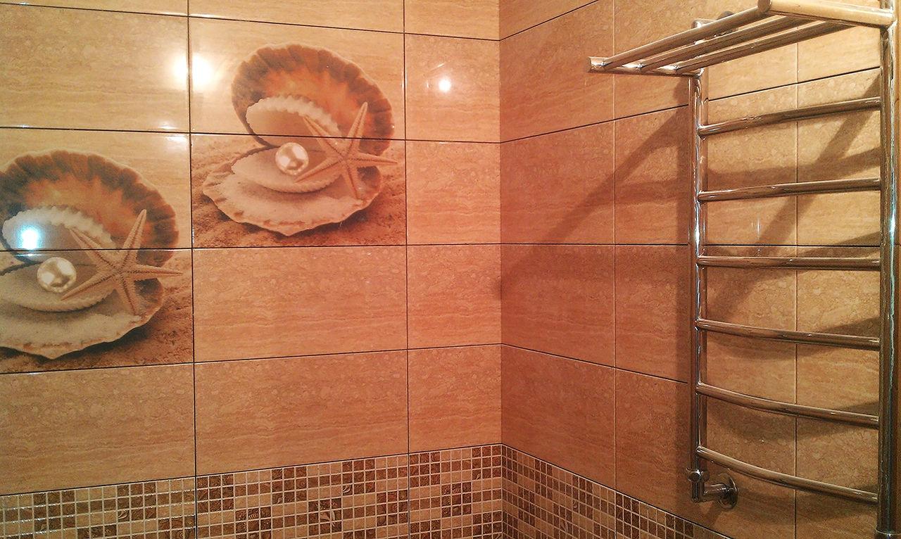 Стены в ванной, оформленные керамической плиткой