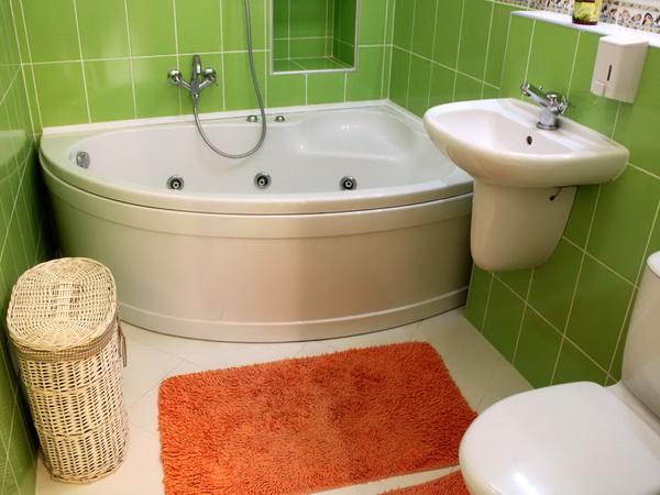 Корзина для белья в ванной комнате