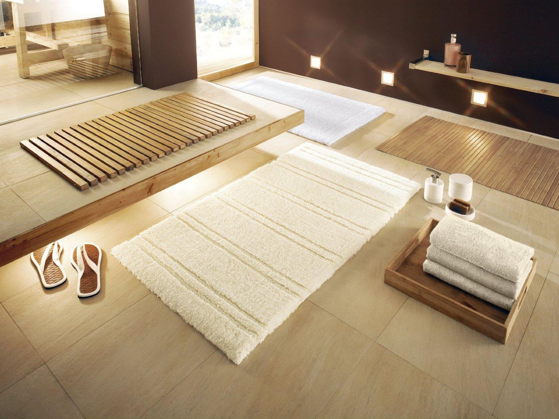 Махровые и деревянные коврики для ванной