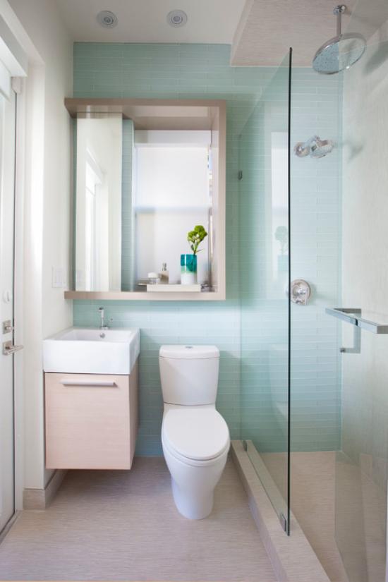 Навесной шкафчик с зеркалом в ванной комнате