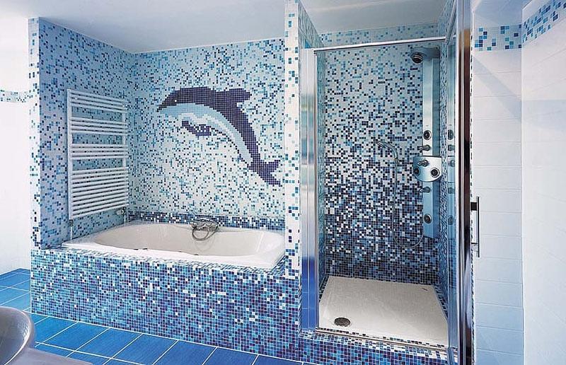 Мозаика на стенах в ванной комнате