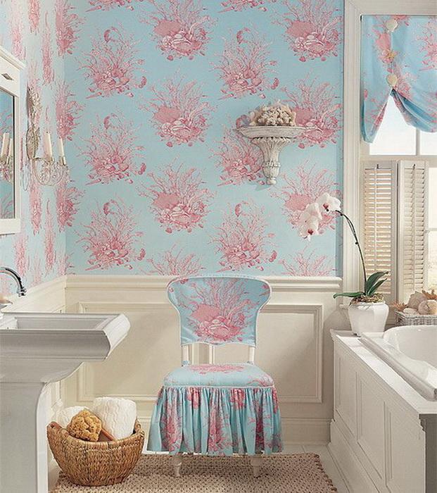 Сочетание обоев и текстиля в ванной комнате