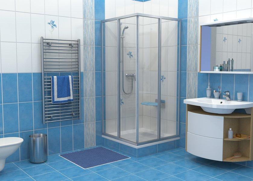Сочетание синей и белой плитки в оформлении душевой комнаты