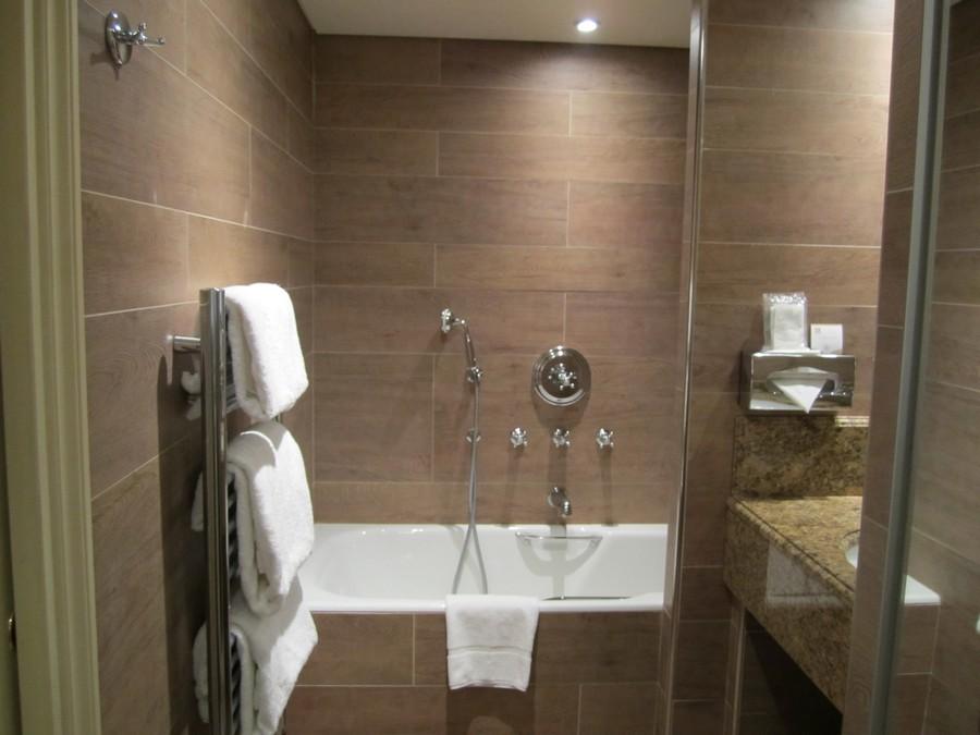Стены ванной отделанные керамогранитом