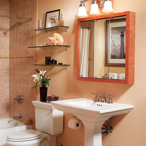 Зеркальный шкаф и полочки в ванной комнате в хрущевке