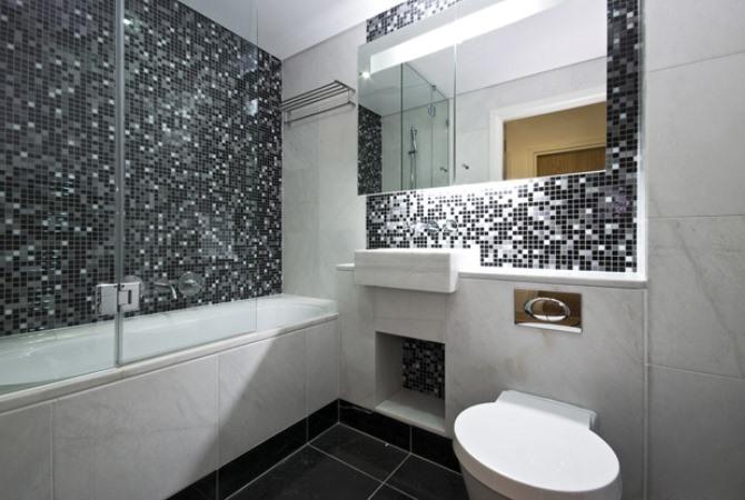 Черно белый дизайн ванной комнаты в хрущевке