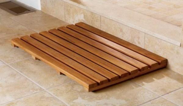 Деревянная решетка на пол в ванной