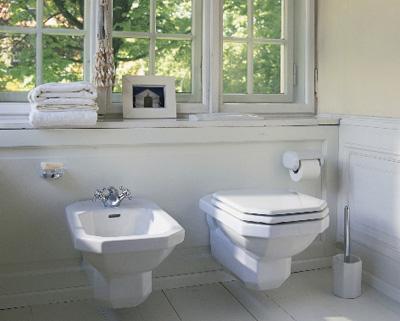 Дизайн маленькой ванной комнаты с подвесной сантехникой
