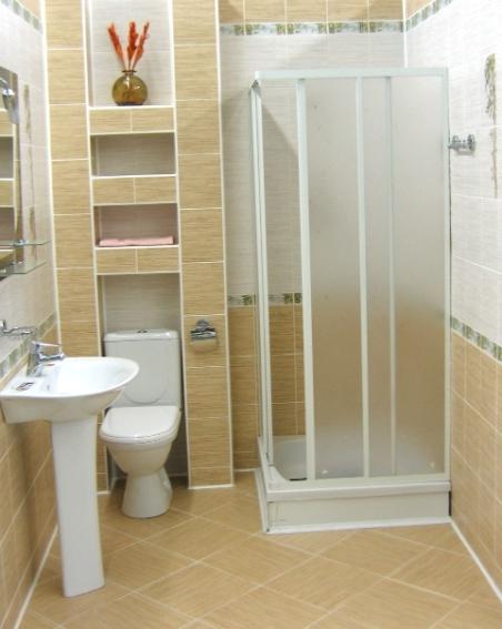 Душевая кабина как элемент дизайна маленькой ванны