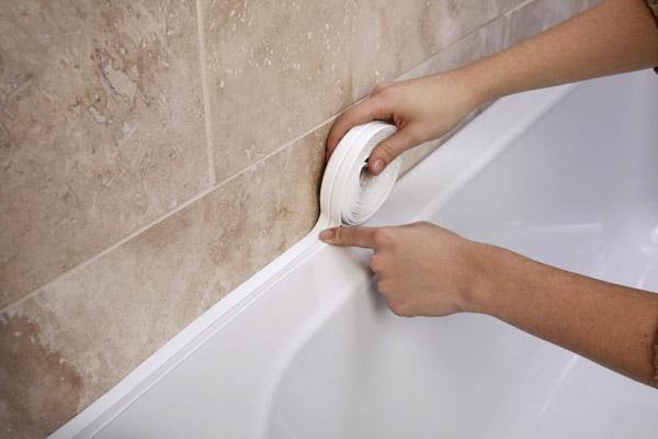 Что сделать если протекает вода между ванной и стеной