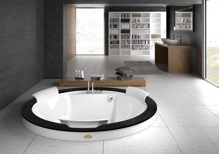 Круглая нестандартная ванна
