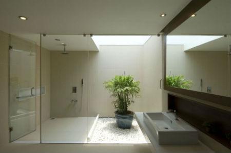Освещение в ванной с растениями