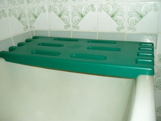 Пластиковая решетка на ванну